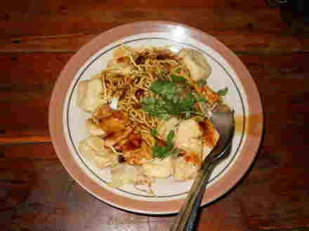 Wisata makanan khas daerah solo tahu kupat
