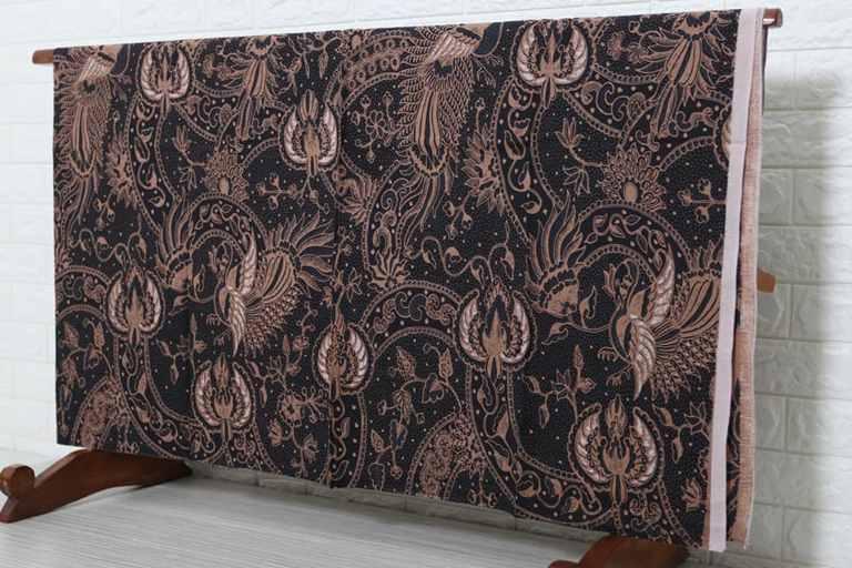 Grosir batik solo dengan motif tradisional dan modern